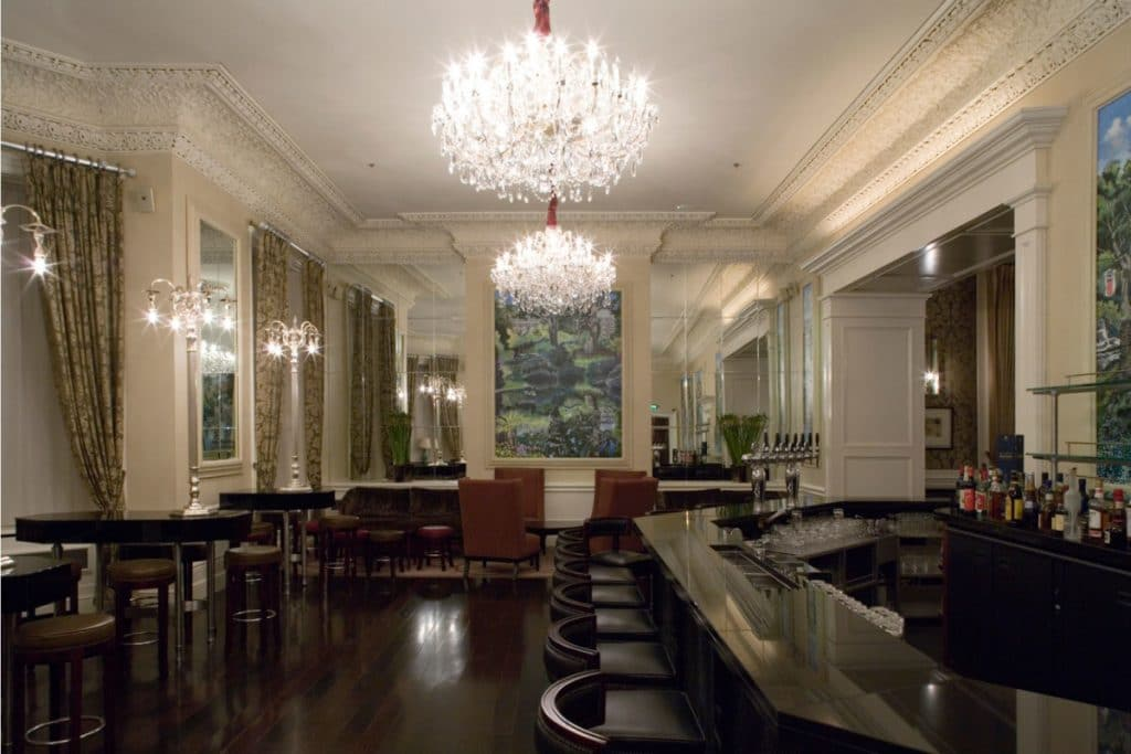 cornice-restored-in-27-bar-shelbourne-hotel